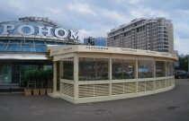 Веранда летнего ресторана на Арбате в Москве