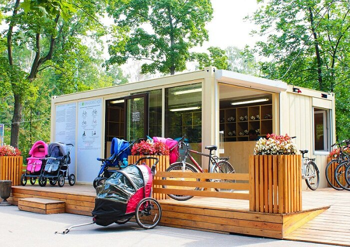 Парковый павильон с площадкой и оформлением (клумбы, ограда)
